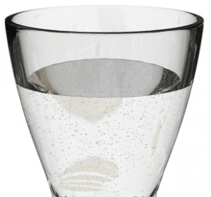 Gracia Schlankheitstropfen mit einem Glass Wasser trinken